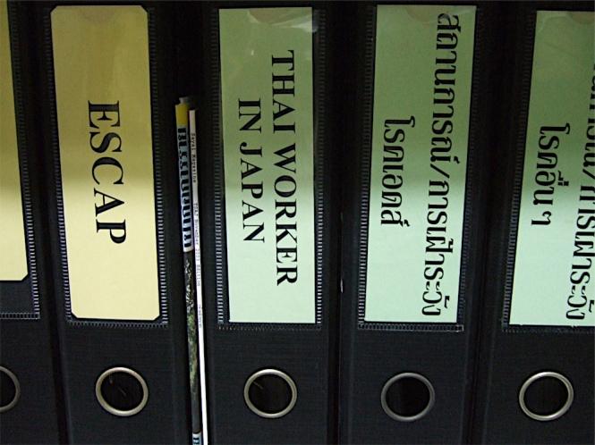 タイ保健省のキャビネットにはThai workers in Japan と背表紙に書かれた分厚いファイルがある。 日本におけるタイ人就労者の健康問題は大きな課題だ。